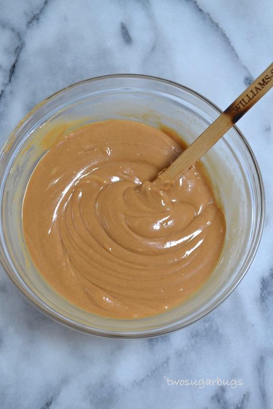 Addictive Peanut Butter Bars. Easy, no bake peanut butter bars. #twosugarbugs #peanutbutter #peanutbutterbars #easydessert