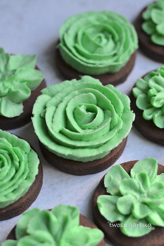 festive green buttercream cookies
