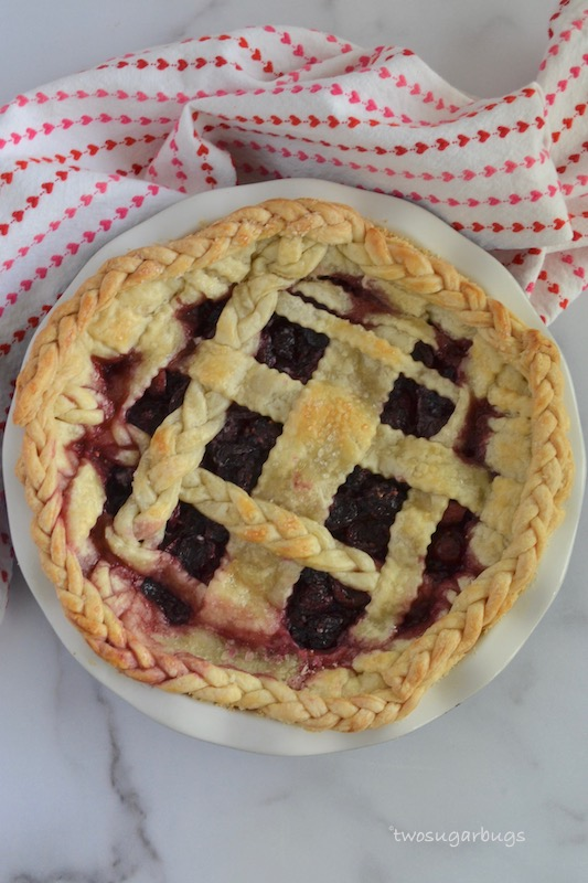 Baked blackberry cherry pie