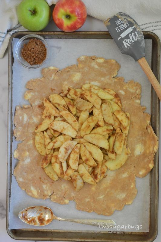 Apple mixture on cinnamon crust