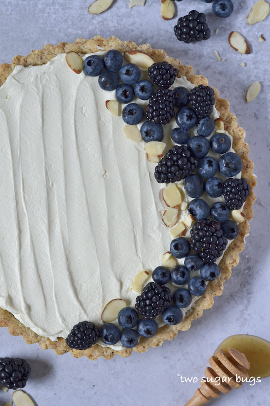 mascarpone tart with berries