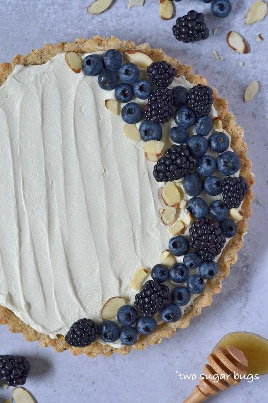 mascarpone tart with berries