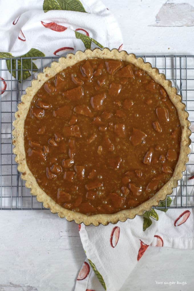 shortbread crust with caramel cookie filling