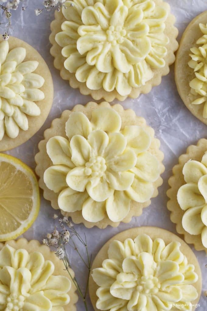 decorated lemon cut out sugar cookie