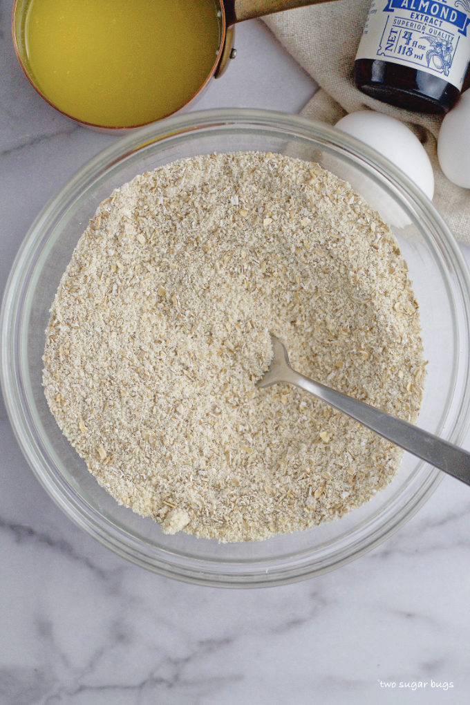 almond flour, oat flour and confectioners' sugar mixed together in a bowl